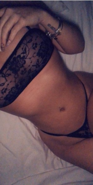 Amelya escort girl in Riverdale
